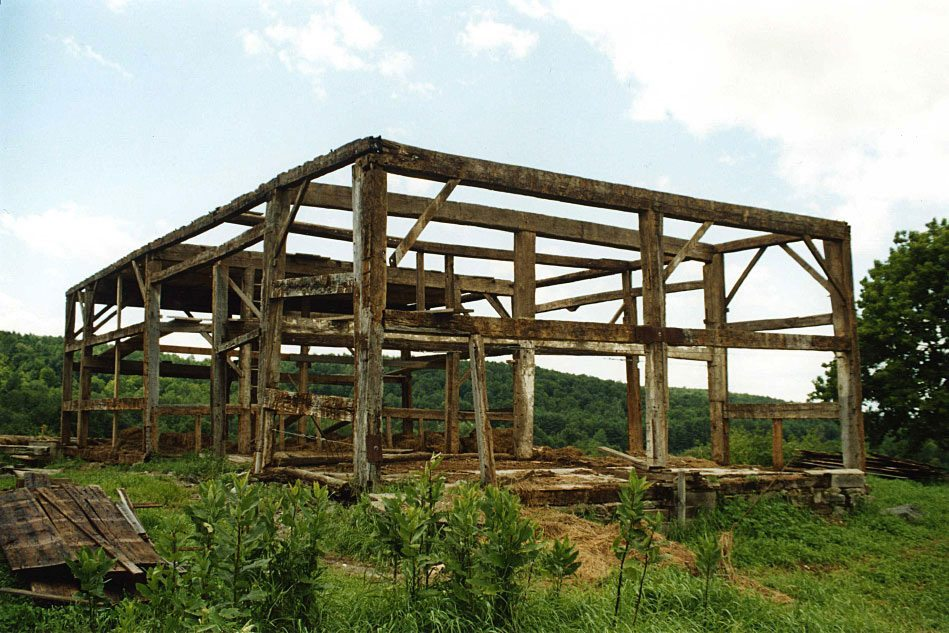 Scottish Barn frame, 2000, Photograph Constance Kheel